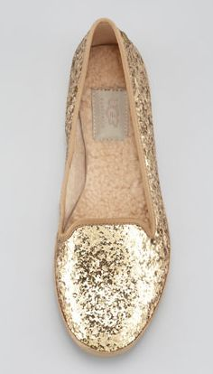 Glitter flats by UGG. the only ugg i would own Ugg Australia, Crazy Shoes, Me Too Shoes, Ugg Bailey, Ugg Shoes, Shoe Boots, Glitter Flats, Gold Glitter, Glitter Uggs