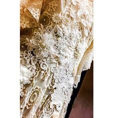 #detail de peça  e paixão novíssima!!! ❤️ mais um sonho tomando forma em 3D !!! #myjob  #slowfashion #handmade #feitoamao #bride #renda #embroidery #beachbride #casamentonapraia ##moda #alagoas #alinaamaral ♻️