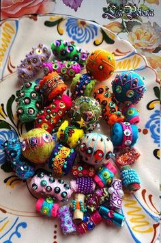 Work in progress. Fabric Beads, Fabric Jewelry, Paper Beads, Textiles, Vintage Jewelry Crafts, Handmade Beads, Beads And Wire, Lampwork Beads, Fiber Art