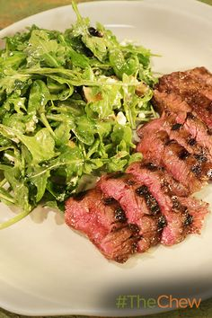 Fire up the grill and make this juicy & delicious Grilled Skirt Steak & Arugula Salad! Steak Dinner Recipes, Delicious Dinner Recipes, Grilling Recipes, Pork Recipes, Cooking Recipes, Healthy Recipes, Grilled Skirt Steak, Grilled Beef, Arugula Salad Recipes