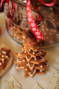 Przepis na Pierniczki świąteczne - prosty przepis > iCook & Look