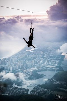 Slackline Over Rio De Janeiro Bungee Jumping, Adventure Awaits, Adventure Travel, The Places Youll Go, Places To Go, Living On The Edge, Kayak, Foto Art, Adventure Is Out There