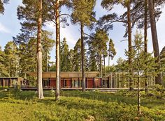 In Sweden, architect Bengt Mattias Carlsson created a pavilion adjacent to a residence dating from the late 1800s.