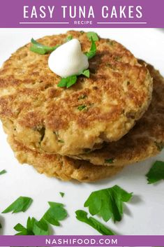 These easy tuna cakes that will be ready in just 15 minutes, pretty neat when you need to prepare a quick dinner! Tuna Cakes Easy, Tuna Fish Cakes, Tuna Fish Recipes, Canned Tuna Recipes, Salmon Recipes, Cooking Recipes, Healthy Recipes, Tuna Meals, Fish Cakes Recipe