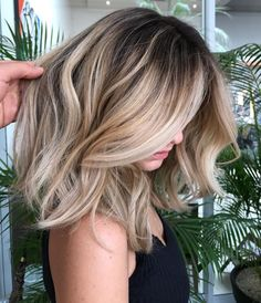 There are many amazing medium length hairstyles to choose from to make your hair look incredible. Check out these fantastic hairstyles that will make you. Balayage Hair Blonde, Ombre Hair, Medium Balayage Hair, Bayalage, Medium Hair Styles, Natural Hair Styles, Long Hair Styles, Blonde Hair Styles Medium Length, Hair Medium