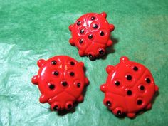 """(3) 7/8"""" 7-SPOTTED LADY BUG PLASTIC SHANK BUTTONS - VINTAGE Lot#NL771"""