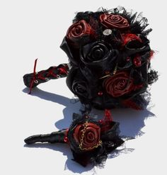 black-and-red-leather-gothic-wedding-bouquet.jpg (640×670)