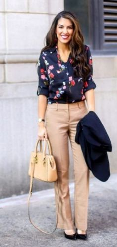 42 Casual Spring Work Outfits Ideas for Women – Fashionnita - business professional outfits offices Business Professional Outfits, Business Attire, Business Fashion, Business Chic, Professional Work Clothes, Business Outfits, Office Outfits, Mode Outfits, Stylish Outfits