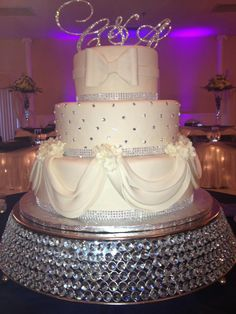 Calumet Bakery Wedding Cake With Fondant Bows On Silver Stand Specialty Cakes Strik Zilver En Bogen