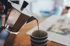 Make stovetop espresso easily at home with any coffee beans using a moka pot. A stovetop espresso maker is a classic Italian style coffee maker Weight Loss Water, Weight Loss Drinks, Weight Loss Smoothies, Café Espresso, Espresso Maker, Coffee Cups, Coffee Maker, Coffee Coffee, Coffee Beans