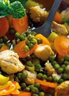Cataplana de frango com ervilhas Portuguese Cataplana Recipe, Portuguese Recipes, Portuguese Food, Kung Pao Chicken, Custo, Food Inspiration, Turkey, Stuffed Peppers, Dishes