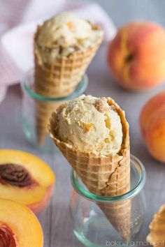 Brown Butter Peach Crumble Ice Cream- the ice cream has brown butter and peaches and there's the most delicious cinnamon streusel swirl! Homemade Desserts, Best Dessert Recipes, Frozen Desserts, Frozen Treats, Ice Cream Pies, Ice Cream Flavors, Ice Cream Recipes, Best Ice Cream, Nice Cream