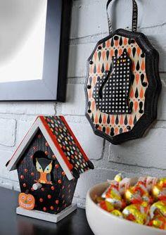 Make mini Halloween plaques.
