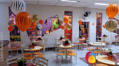 Decoração de mesa com balão mancha de animais de 11 polegadas inflado com gás hélio, fixados em arranjo de flores. Créditos: Decoração de balões: Balão Cultura www.boxbalao.com Mickey Safari, Fair Grounds, Fun, Wind Spinners, Desk Arrangements, Ideas Para Fiestas, Toddler Girls, Animales, Culture