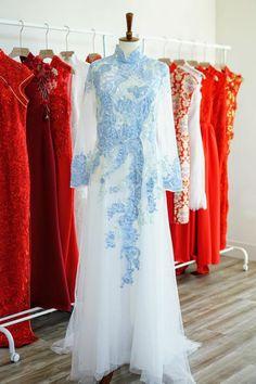 Vietnamese Wedding Dress, Vietnamese Dress, Ao Dai Wedding, Red Wedding, Wedding Photos, Vietnamese Traditional Dress, Traditional Dresses, Traditional Weddings, Modern Traditional