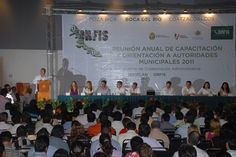 El impulso a la prosperidad de Veracruz está sustentado en finanzas públicas fuertes, por lo que Plan Veracruzano de Desarrollo 2011-2016 establece como premisas torales el orden, la transparencia en el gasto y la eficiencia en la recaudación y distribución, puntualizó el gobernador Javier Duarte de Ochoa.