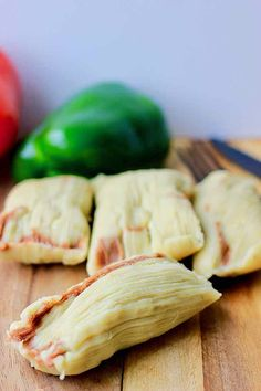 Tamales pisques are a Salvadoran dish that consists of seasoned corn masa mixed with refried beans, and neatly wrapped in plantain leaves. Salvadoran Food, Mexican Horchata, Frijoles Refritos, Tamale Recipe, Corn Cakes, Fried Pork, Dried Beans, Mexican Food Recipes