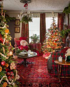 Far Above Rubies: Victorian farmhouse Christmas Primitive Christmas, Rustic Christmas, Vintage Christmas, Primitive Fall, Primitive Snowmen, Elegant Christmas, Christmas Bedroom, Christmas Home, England Christmas