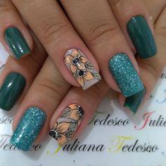 """74 Me gusta, 1 comentarios - ❤️ Juliana Tedesco 💅🏻 (@juuhtedescoo) en Instagram: """"#nails #unhasdodia #unhasdasemana #unhas #unhasdecoradas"""" French Manicure Nails, Toe Nails, Nail Colors, Nail Art Designs, Beauty, Perfect Nails, Pretty Nails, Gorgeous Nails, Ratchet Nails"""