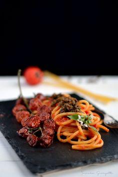 spaghetto quadrato, pomodorini confit capperi, olive acciugheJPG