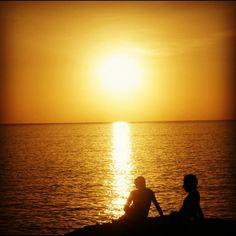 Por muy sola que te sientas siempre estaré ahí para sacarte la mejor sonrisa que tienes