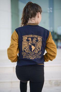 Chamarras UNAM bordadas Varsity Jacket Outfit, Hoodie Jacket, Bomber Jacket, Senior Jackets, Simple Outfits, Kids Outfits, Senior Class Shirts, Old School Fashion, Printed Shirts