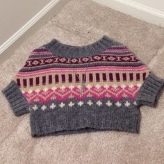 UNITED COLORS OF BENETTON HEART SWEATER SIZE SMALL Cute sweater! Hearts and colors! I think it's s cropped sweater. So cute with jeans. United Colors Of Benetton Sweaters