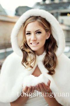 Fur cape for winter wedding winter wedding ideas tips Wedding Cape, Wedding Bells, Wedding Bride, Wedding Makup, Wedding Fur, Perfect Wedding, Dream Wedding, Winter Bride, Winter Weddings