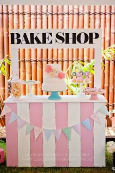 This is adorable! We could make a food cart like this for churros.