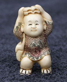 Netské in ivoor ondertekend door YOSHIKAWA Asian Artwork, Edo Era, Japanese Characters, Kintsugi, Kokeshi Dolls, Amulets, Japanese Art, Art Dolls, Oriental