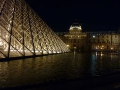 The beautiful Musee du Louvre at night