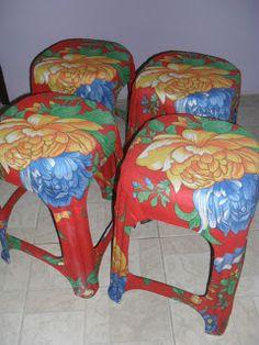 Banquetas cobertas com Chita (vale para qq coisa!!! ) Ideas Para, Bar Stools, Diy, Furniture, Decoration, Home Decor, Craft Ideas, Diy And Crafts, Refinished Chairs