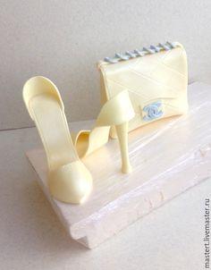 Фигурка на на свадебный торт - туфельки и сумочка Шанель / Handmade wedding accessory: figurine on cake