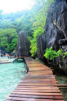 Barracuda Lake in Coron, Philippines #travel #wanderlust #lake #philippines #coron #tourism