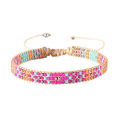 Bracelet original et raffiné, aux perles multicolores irisées assemblées à la main en Colombie par la marque Mishly. Taille ajustable.