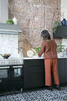 eat-in kitchen – ombiaiinterijeri Brick Wall Kitchen, Loft Kitchen, Eat In Kitchen, Kitchen Interior, Interior Design Living Room, Brick Feature Wall, Exposed Brick Walls, Scandinavian Kitchen, Beautiful Kitchens