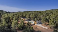 A house of five volumes designed by architect Maria Castello has found its place in the terraced landscape of the San Mateo plain on the island of Ibiza. Building Process, Ibiza Island, Hotel Ibiza, Spanish Islands, Wooded Landscaping, Dry Stone, The Far Side, Countryside, Architecture Design
