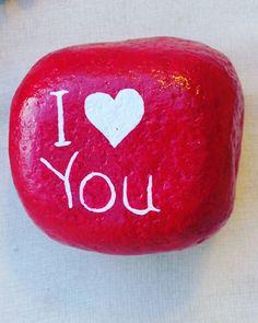 Aşk #love #sevgi #tasboyama #taş #dogalhediyelik #hediye #elboyama #paiting #stones #akrilik #handmade #handmadewitlove #kirmizi #red
