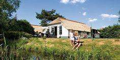 Tijdelijk een hoevewoning op de Veluwe betrekken? Boek dan een verblijf op Landal De Veluwse Hoevegaerde. Want naast luxe bungalows, vindt u op dit bungalowpark in Putten ook charmante rietgedekte hoeves.