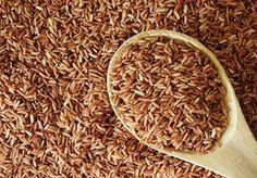 The brown rice diet is based on the principles of the macrobiotic diet, which emphasizes plant-based whole foods and lots of rice as a means of detoxification. Brown Rice Diet, Brown Rice Protein, Brown Rice Benefits, Perfect Brown Rice, Raw Food Recipes, Healthy Recipes, Healthy Foods, Healthy Weight, Vegetarian