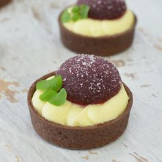 Blackforest Tartlet petit fours with white chocolate mousse & cherry jelly White Chocolate Mousse, Catering Companies, Chefs, Jelly, Cheesecake, Desserts, Food, Tailgate Desserts, Marmalade
