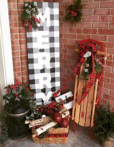 Adorable 40 Farmhouse Christmas Porch Decor Ideas https://homeylife.com/40-farmhouse-christmas-porch-decor-ideas/