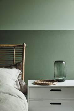 love this aquamarine green paint colour by Little Greene with Ambleside dark green paint colour on lower wall. Click through for more green paint colours you'll love from the latest new collection by Little Greene paints with the National Trust Peinture Little Greene, Little Greene Paint, Green Paint Colors, Wall Colors, Objet Deco Design, Paint Combinations, Bedroom Green, Sage Bedroom, Family Room Design