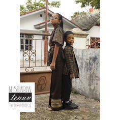 Kiddos wearing iyeng.id  #tenunpekanbaru #surjan #lurik #indonesiahandwoven #expatlife #jokowichallange