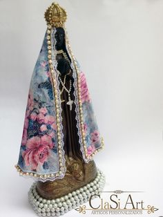 ideias para customizar imagens santas - Pesquisa Google Decoupage, Virgin Mary, Altar, Decorative Bells, Gifts, Vintage, Home Decor, Arts And Crafts, Diy And Crafts