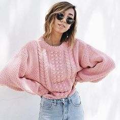 Pink knitted sweater, Ray-Ban sunnies and light blue jeans » perfect Spring outfit