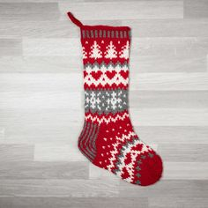 LG18-57 Nisseungens julegenser   Linde Garn Christmas Stockings, Holiday Decor, Home Decor, Needlepoint Christmas Stockings, Decoration Home, Room Decor, Christmas Leggings, Home Interior Design, Home Decoration