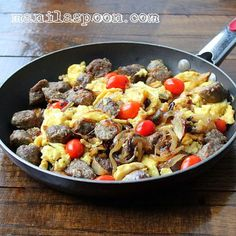 Manila Spoon: Boerewors with Scrambled Eggs, Caramelized Onions and Tomatoes - gluten-free, low-carb and delicious! Banting Breakfast, Sausage Breakfast, Breakfast Skillet, Gluten Free Recipes For Breakfast, Brunch Recipes, Brunch Dishes, Breakfast Dishes, Healthy Snacks, Healthy Eating