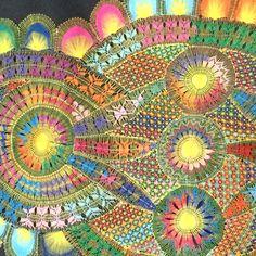 """""""ひたすら、  編み編み編み編み。。。  してたら、針が曲がった…!  酷使してごめん笑  #ñanduti #lace #レース編み #ニャンドゥティ #刺繍#針が曲がった#編みすぎ#酷使しすぎ"""""""