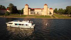 Mit dem Hausboot unterwegs auf der Rheinsberger Seenkette. Von der Marina Wolfsbruch in Kleinzerlang bis zum Schloss Rheinsberg.